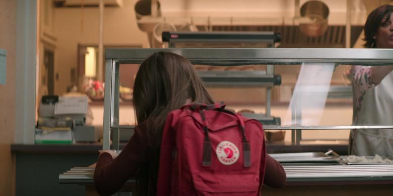 Fjallraven Kanken Red Backpack Used by Brooklynn Prince as Hilde Lisko in Home Before Dark S01E01 (3)