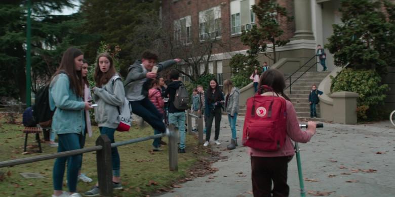 Fjallraven Kanken Red Backpack Used by Brooklynn Prince as Hilde Lisko in Home Before Dark S01E01 (5)