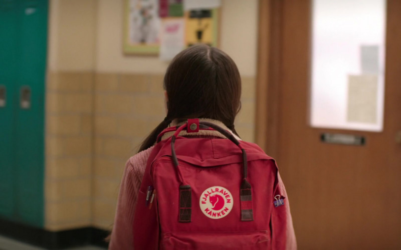 Fjallraven Kanken Red Backpack Used by Brooklynn Prince as Hilde Lisko in Home Before Dark S01E01 (6)