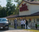 GMC Yukon XL Car in Schitt's Creek S06E14 (1)