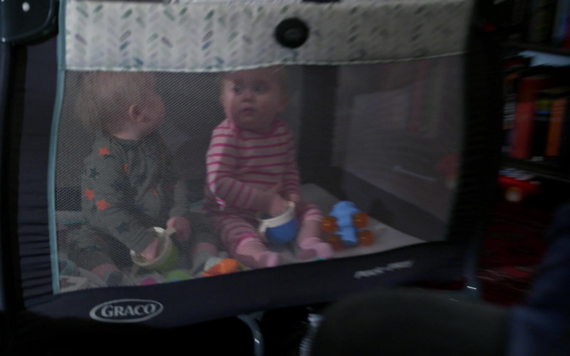 Graco Pack and Play Portable Baby Crib in Modern Family S11E17 (2)