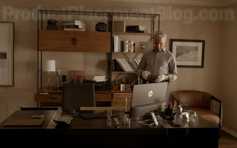 HP Monitor in Bosch S06E06 (1)