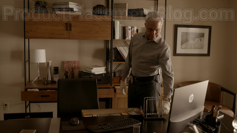 HP Monitor in Bosch S06E06 (2)