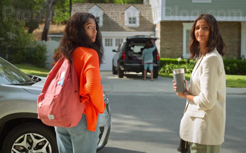 Herschel Pink Backpack of Maitreyi Ramakrishnan as Devi Vishwakumar in Never Have I Ever S01E01 (1)