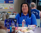 Igloo Bag in Superstore S05E21 California Part 1 (2020)