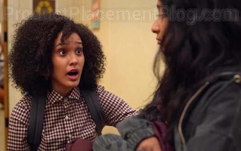 JanSport Backpack of Lee Rodriguez as Fabiola in Never Have I Ever S01E01