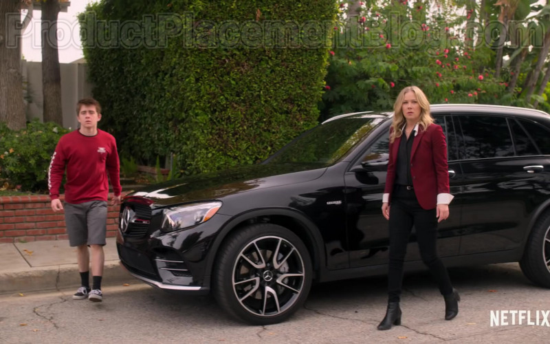 Mercedes-Benz AMG GLC 43 Black SUV of Christina Applegate as Jen Harding in Dead to Me Season 2 (2)
