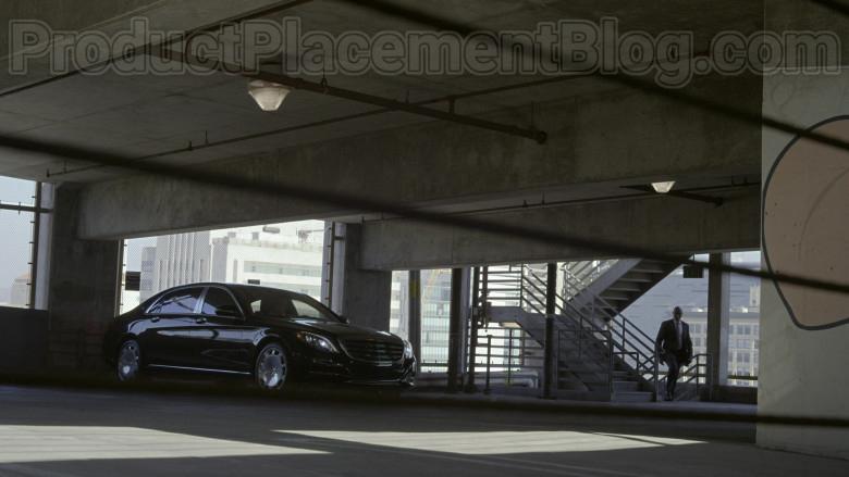 Mercedes-Maybach Luxury Car in Bosch S06E09 Dark Sacred Night (1)