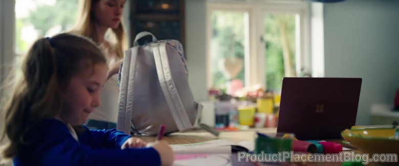 Microsoft Surface Laptop in Flack S02E01 (1)