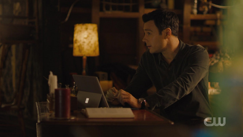 Microsoft Surface Tablet in Charmed S02E16