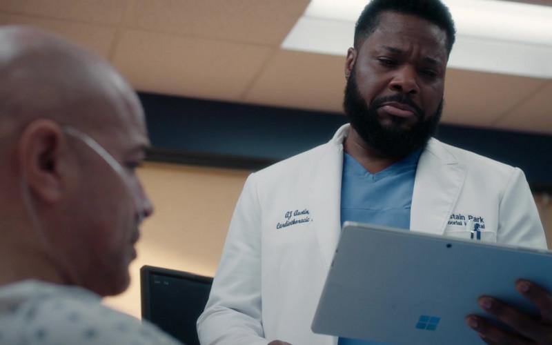 Microsoft Surface Tablet of Malcolm-Jamal Warner as AJ 'The Raptor' Austin in The Resident S03E20