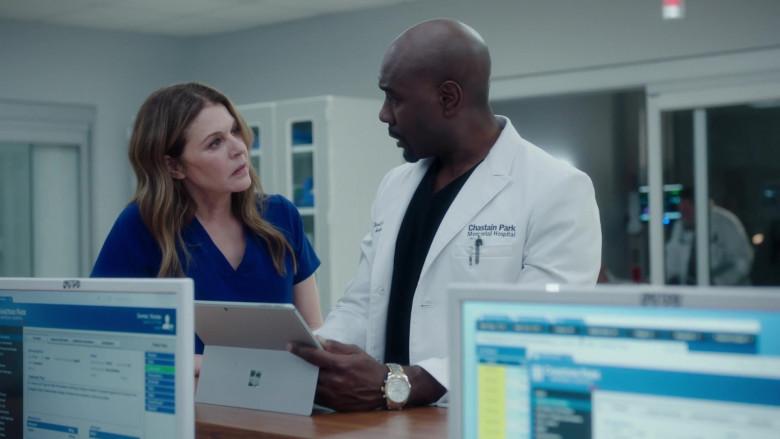 Microsoft Surface Tablet of Morris Chestnut as Barrett Cain in The Resident S03E20 (2)