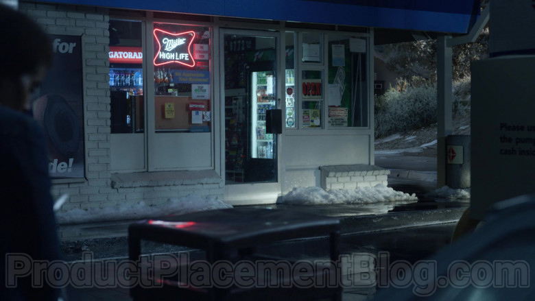 Miller High Life Neon Sign in Little Fires Everywhere S01E08 Find a Way (2020)