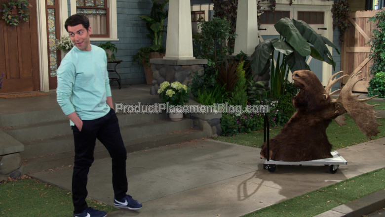 Nike Blue Sneakers of Max Greenfield as Dave Johnson in The Neighborhood S02E20 (5)
