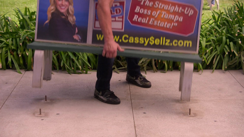Nike Green-Black Shoes of Paul Wight as Big Show in The Big Show Show S01E05 (3)