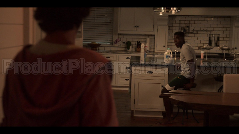 """Nike Green Shorts in Outer Banks S01E09 """"The Bell Tower"""" (2020)"""