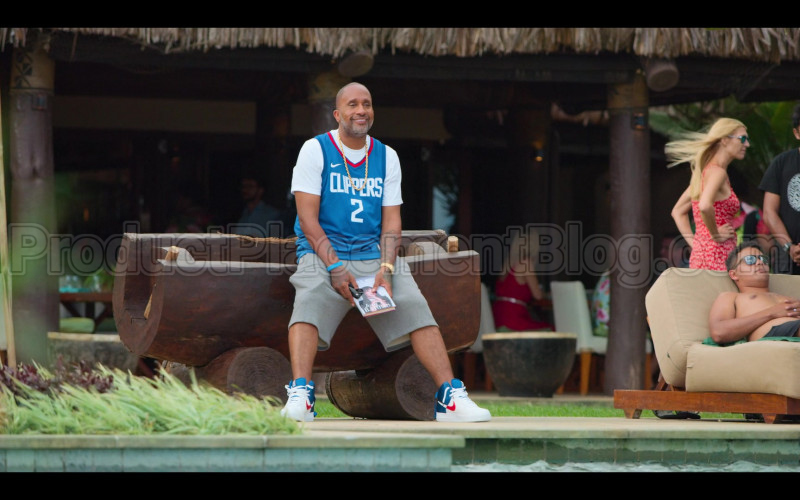 Nike Jersey and Sneakers of Kenya Barris in #blackAF S01E08