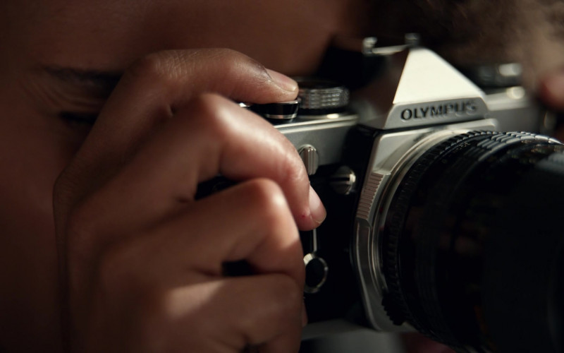 Olympus Camera Used by Kerry Washington as Mia Warren in Little Fires Everywhere S01E05 (1)