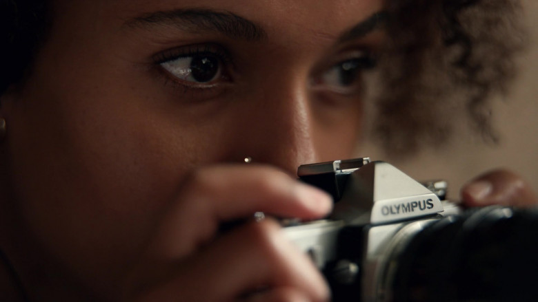 Olympus Camera Used by Kerry Washington as Mia Warren in Little Fires Everywhere S01E05 (2)