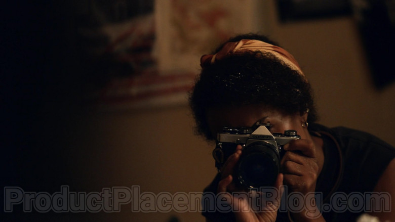 Olympus Photography Camera of Kerry Washington in Little Fires Everywhere TV Series