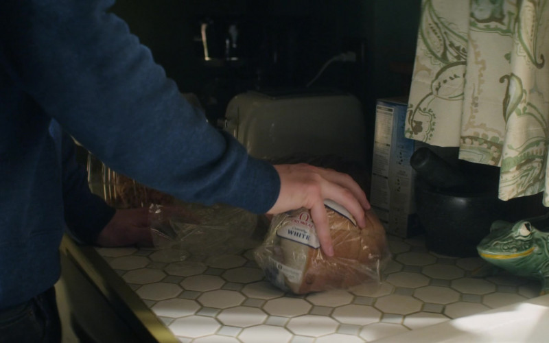 Oroweat White Bread in Home Before Dark S01E09 (1)