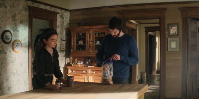 Oroweat White Bread in Home Before Dark S01E09 (2)