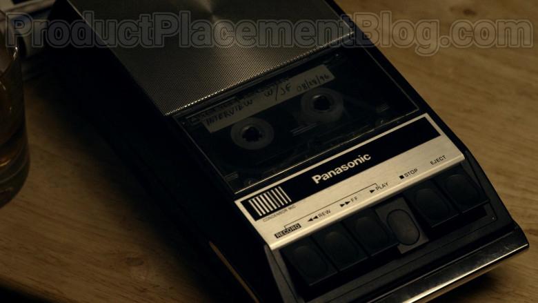 Panasonic Cassette Recorder in Bosch S06E07