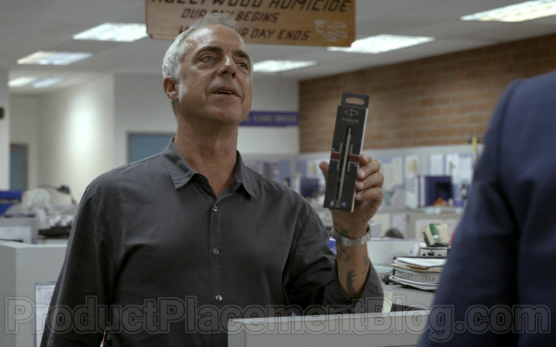 Parker Pen Held by Titus Welliver in Bosch S06E05 Money, Honey (2020)