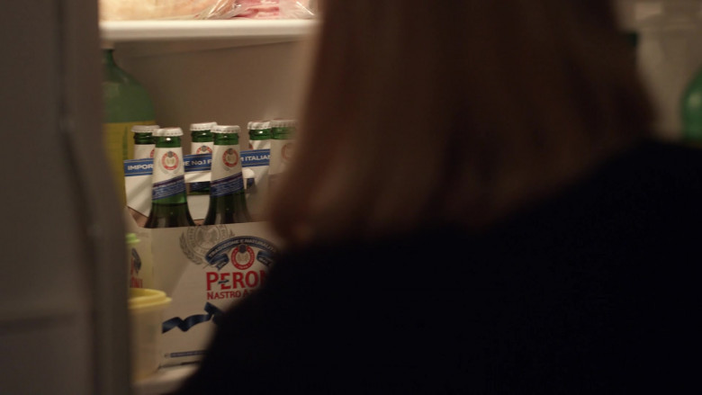 Peroni Nastro Azzurro Beer in Little Fires Everywhere S01E05