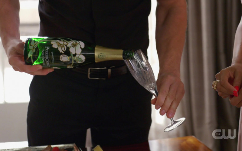 Perrier-Jouët Champagne in Dynasty S03E17 (2)
