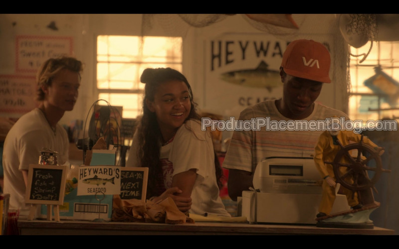 RVCA VA Red Snapback of Jonathan Daviss as Pope in Outer Banks S01E01 Pilot (2020)