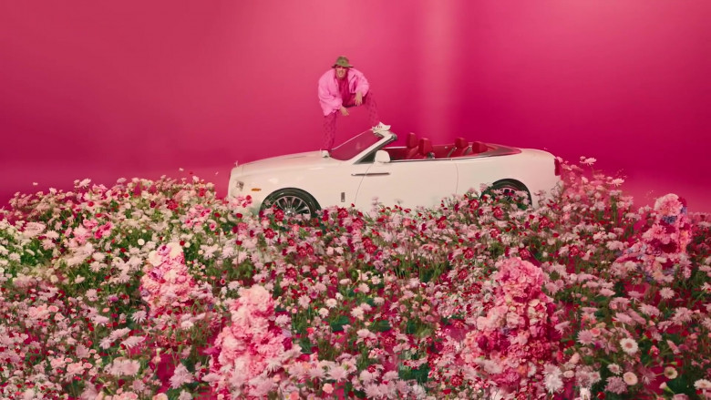 Rolls-Royce White Convertible Car in Yo Perreo Sola (2)