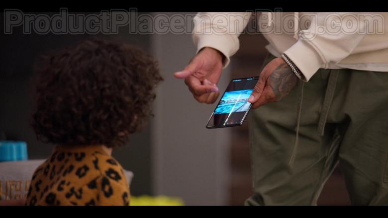 Samsung Galaxy Fold Android Smartphone Used by Kenya Barris in #blackAF (2)