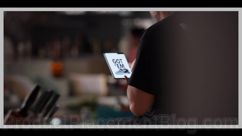 Samsung Galaxy Fold Smartphone Used by Kenya Barris in #blackAF S01E04 (1)