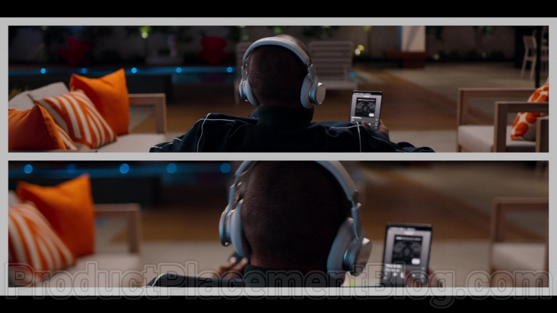 Samsung Galaxy Fold Smartphone Used by Kenya Barris in #blackAF S01E04 (2)