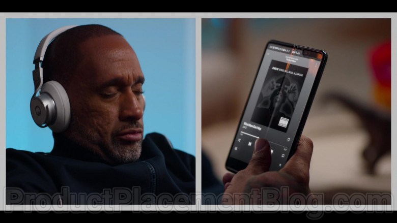 Samsung Galaxy Fold Smartphone Used by Kenya Barris in #blackAF S01E04 (3)