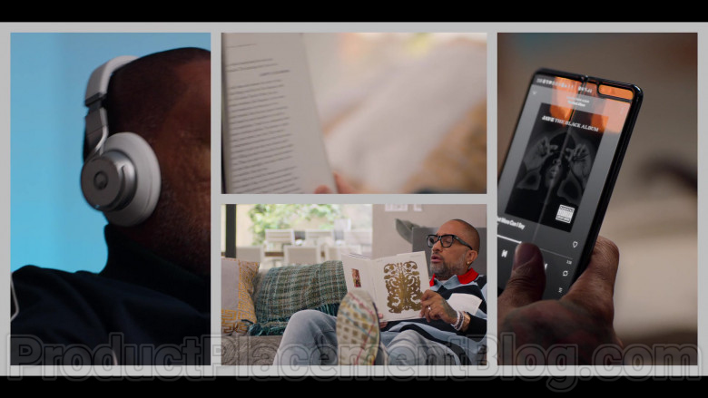 Samsung Galaxy Fold Smartphone Used by Kenya Barris in #blackAF S01E04 (4)