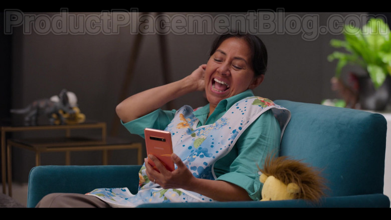 Samsung Galaxy Pink Smartphone in #blackAF S01E06 (2)