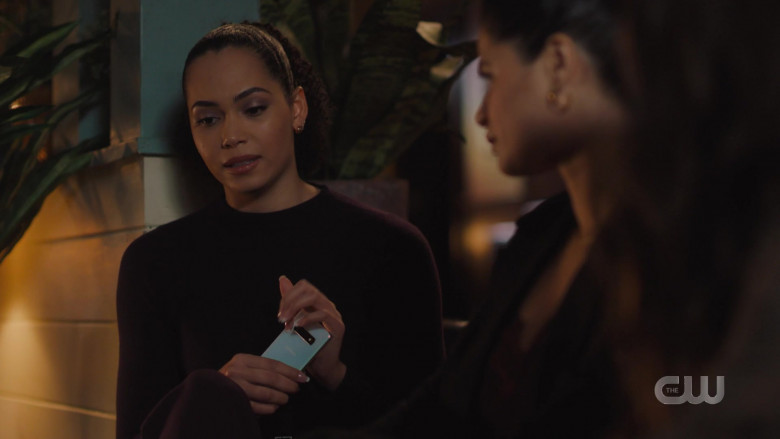 Samsung Galaxy Smartphone Held by Madeleine Mantock as Macy Vaughn in Charmed S02E16