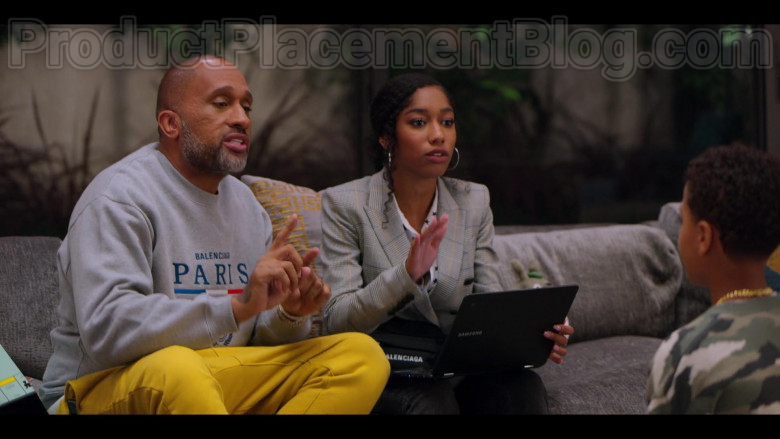 Samsung Laptop Held by Iman Benson as Drea Barris in #blackAF S01E05 (1)