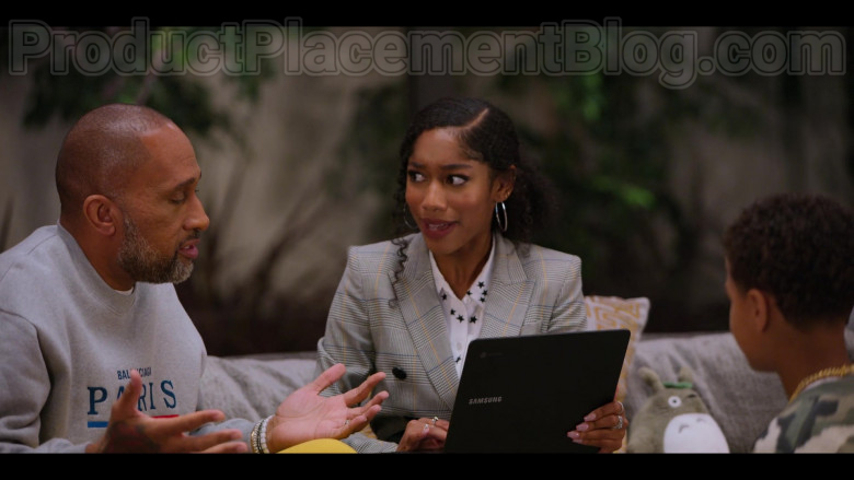 Samsung Laptop Held by Iman Benson as Drea Barris in #blackAF S01E05 (2)