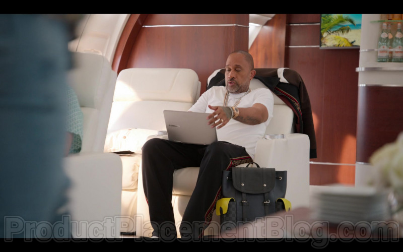 Samsung Notebook Used by Kenya Barris in #blackAF S01E07 (1)