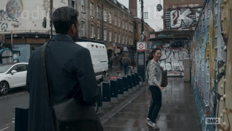 Sandra Oh as Eve Polastri Wearing New Balance Shoes in Killing Eve TV Show [S03E03] (1)