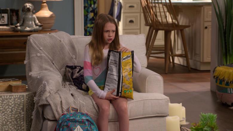 Smartfood Popcorn Enjoyed by Juliet Donenfeld as J.J. in The Big Show Show S01E02