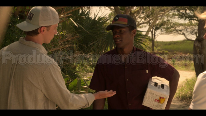 Stella Artois Beer Pack Held by Jonathan Daviss as Pope in Outer Banks S01E03 (1)