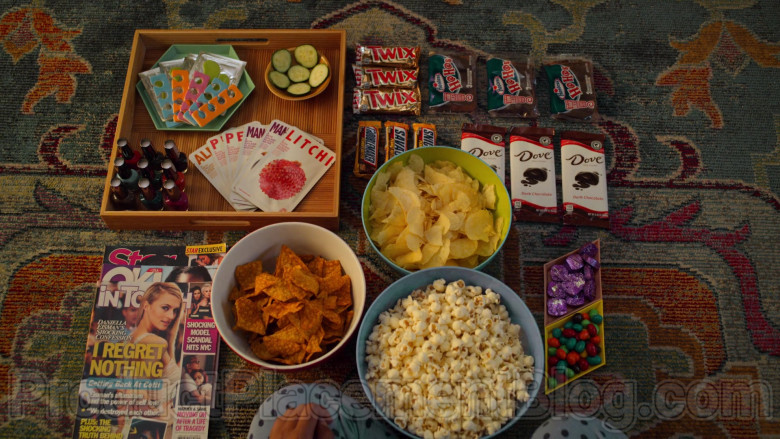 Twix, Hostess HoHos, Snickers, Dove Chocolate in Never Have I Ever S01E07
