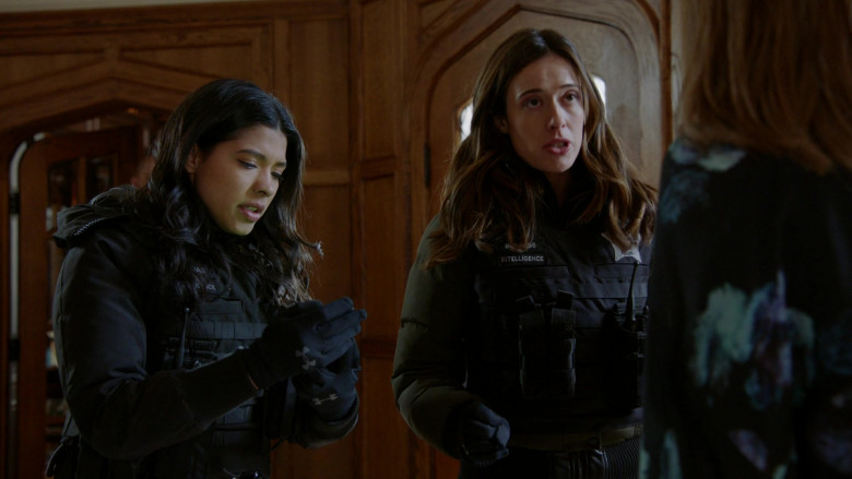 Under Armour Gloves of Lisseth Chavez as Officer Vanessa Rojas in Chicago P.D. S07E19