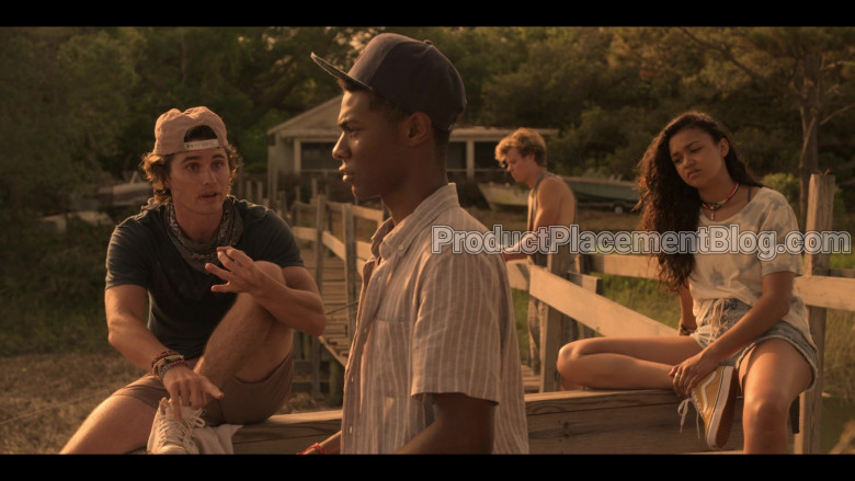Vans Old Skool Yellow Shoes of Madison Bailey as Kiara in Outer Banks S01E01 Pilot (2)