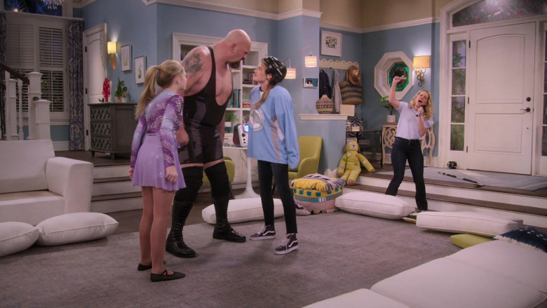Vans Shoes of Reylynn Caster as Lola in The Big Show Show S01E08 (2)