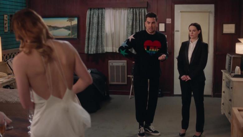 Vans Sneakers of Daniel Levy as David Rose in Schitt's Creek S06E14 (3)